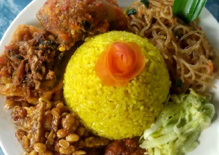 Cara Mudah memasak Tumi (tumpeng mini) nasi kuning punel ala resto