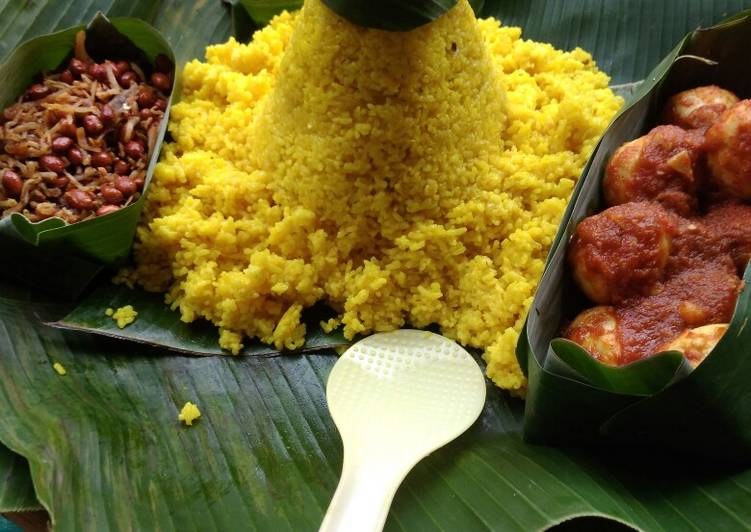Resep: Tumpeng Nasi kuning meggicom yang bikin ketagihan