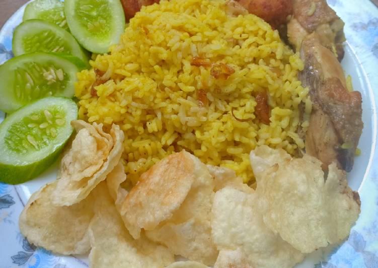 Cara Mudah memasak Nasi tumpeng yang menggugah selera