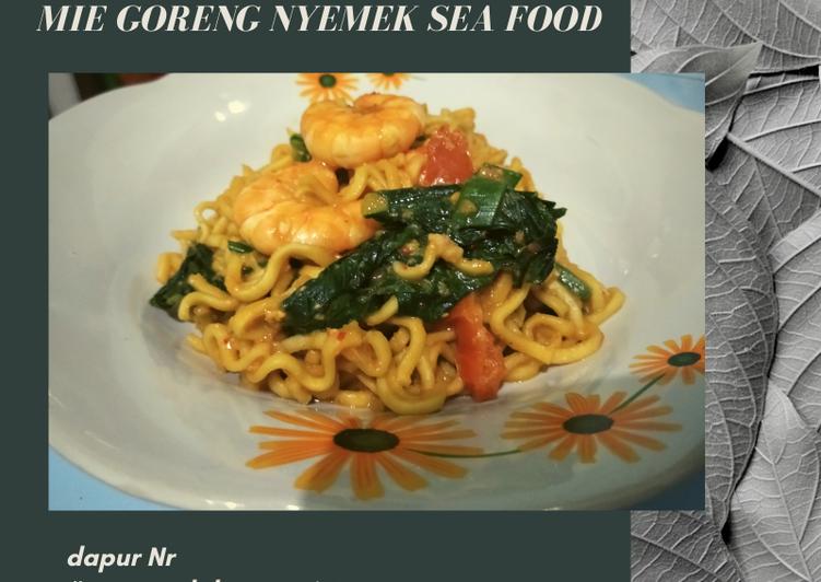 Cara Mudah membuat Mie goreng nyemek sea food yang menggugah selera
