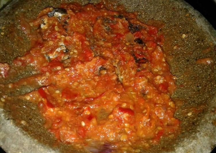 Resep memasak Ikan asap sambel tomat(khas pekalongan) lezat