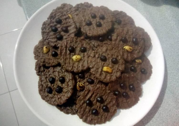 Cara Mudah mengolah Cookies chocolate chocochips kacang tanah tanpa telur yang menggugah selera