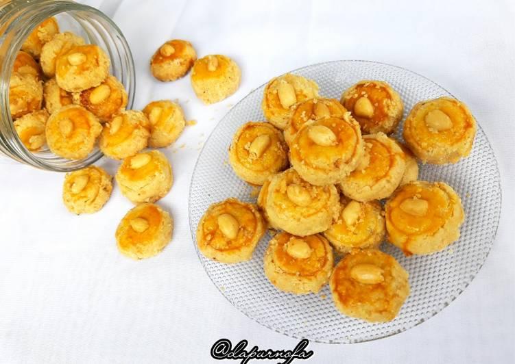 Cara Mudah membuat 33. Kue Kacang Crezz ala resto