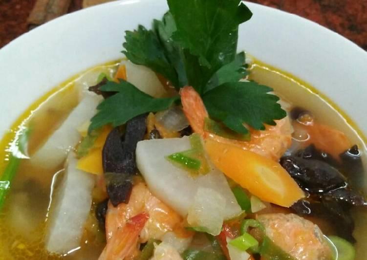 Resep membuat Sup tomat udang lezat