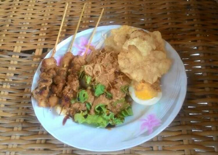 Cara Mudah memasak Gado-gado sate ayam bakar bumbu kacang ala Cut Dewi