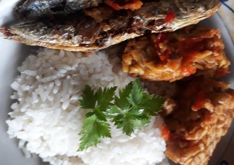 Cara Mudah memasak Tempe penyet sambal bawang dan ikan pindang lezat