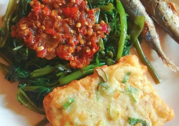 Cara Mudah memasak Plecing kangkung,tempe mendoan dan ikan asin pindang