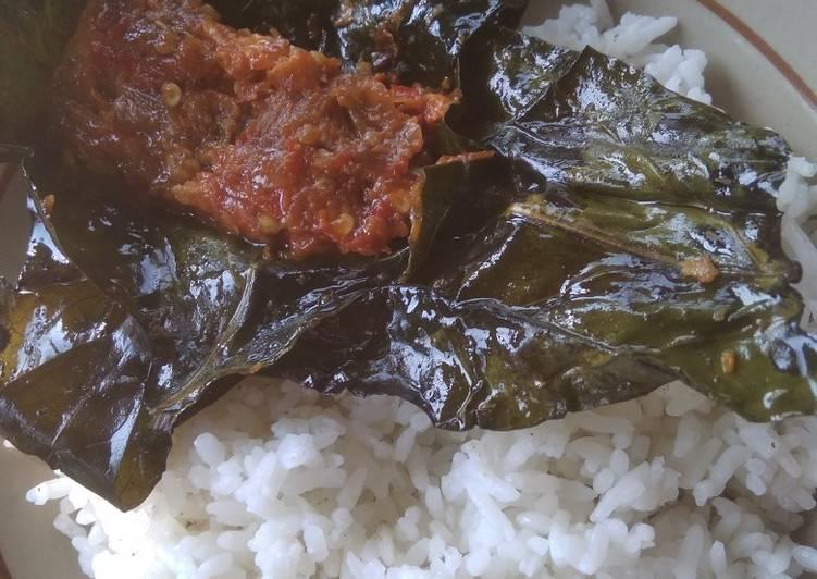 Resep mengolah Pepes peda bungkus daun mengkudu istimewa