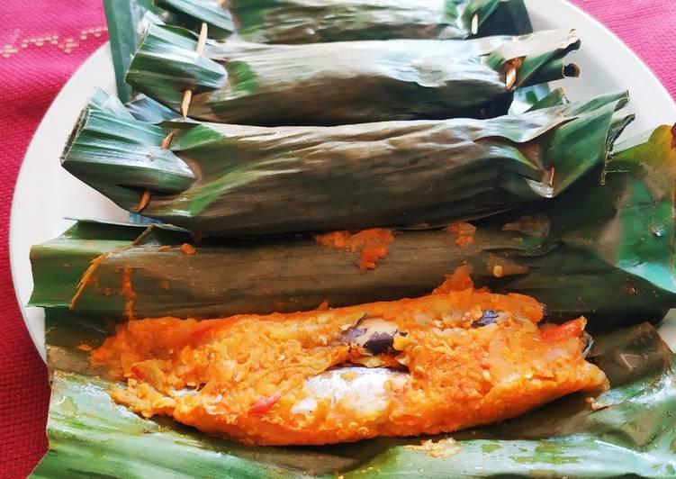 Resep: Pepes ikan pindang mangga muda lezat
