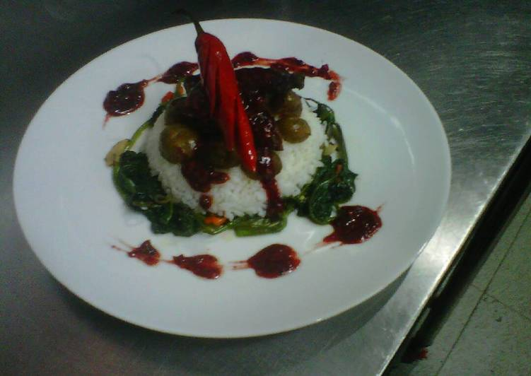 Cara membuat Beef rujak sauce with sauted baby potatto and spinach
