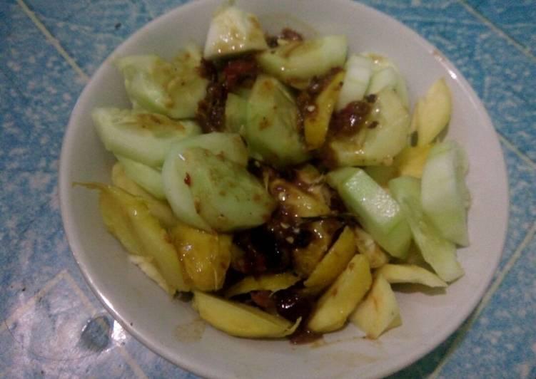 Resep membuat Rujak buah manis asam jeruk nipis lezat