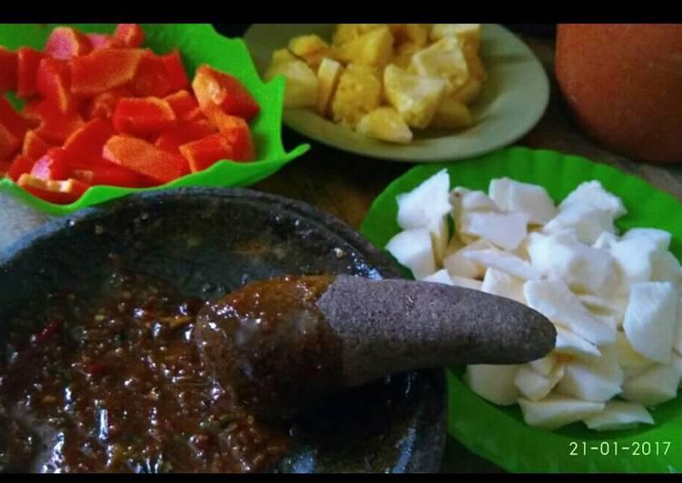 Cara membuat Rujak buah cocol sambel asem manis lada