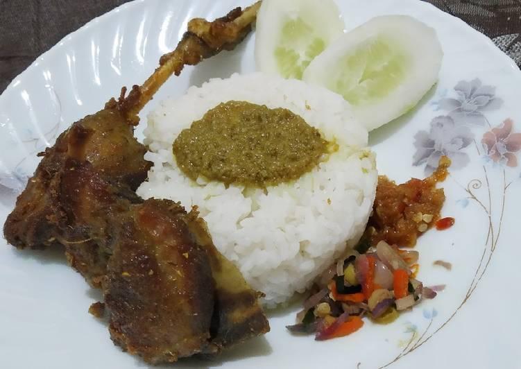 Cara Mudah mengolah Bebek goreng surabaya + sambal matah + sambal bawang lezat