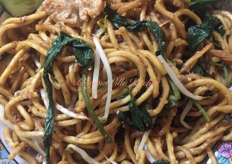 Cara mengolah Mie goreng Kangkung telor bebek istimewa