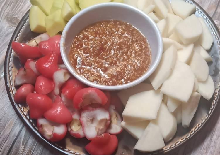 Resep: Rujak buah bumbu kacang