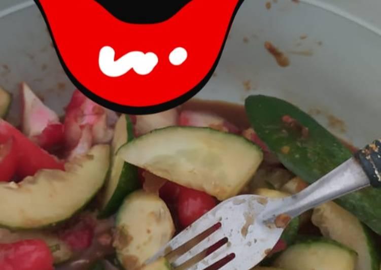 Cara membuat Rujak buah bumbu kacang huhhahhh enak