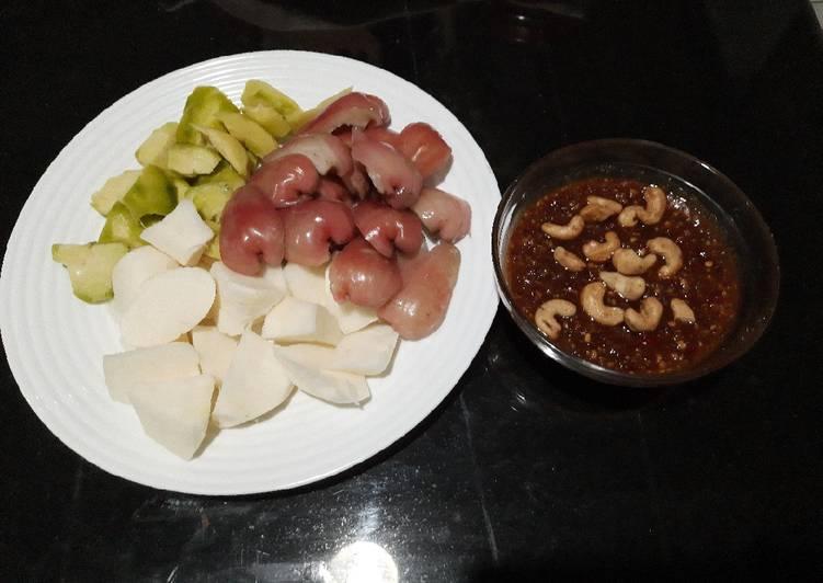 Cara mengolah Rujak bumbu kacang mede