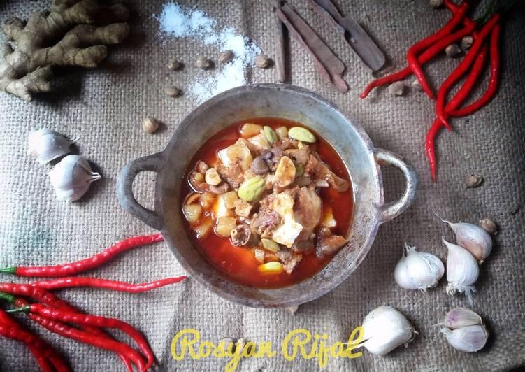 Cara memasak Sambal goreng komplit (Ati krecek kentang udang petai lontong)