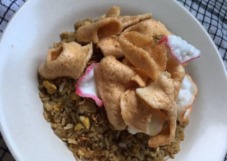 Cara membuat Nasi Goreng kerupuk udang istimewa
