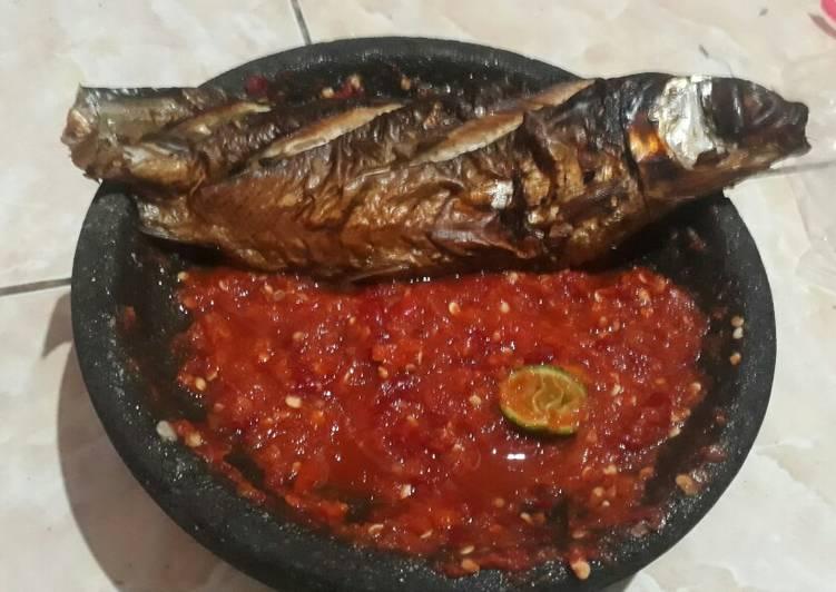 Resep: Sambal Panggang Ikan Bandeng (ikan asap) istimewa
