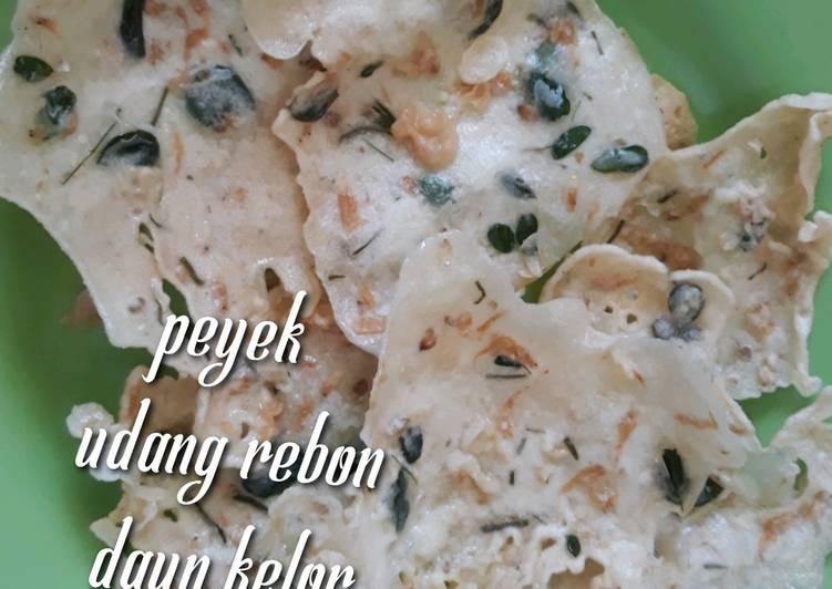 Cara Mudah membuat Peyek udang rebon daun kelor - peyek kacang daun kelor