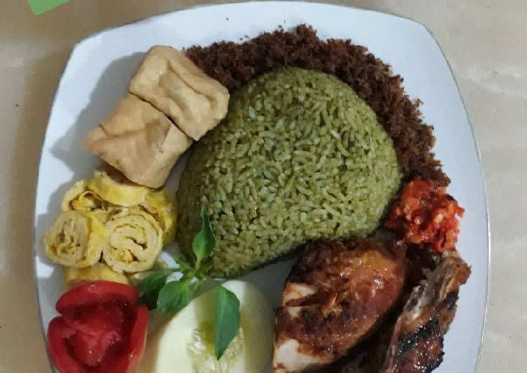 Resep memasak Nasi hijau daun kelor lezat