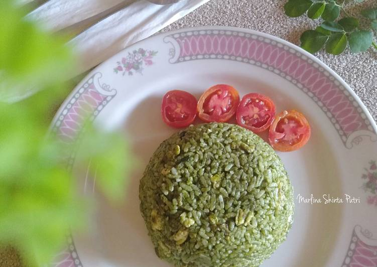 Resep membuat Nasi Goreng Daun Kelor (Moringa)