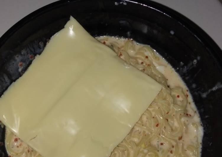 Resep: Indomie kuah susu + keju