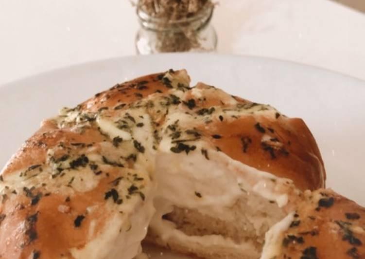 Resep: Korean cream cheese garlic bread lezat