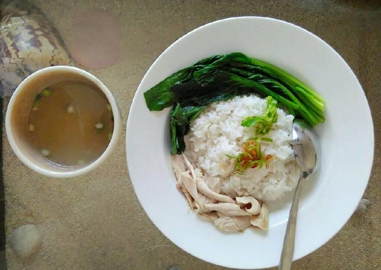 Hainanese chicken rice (Nasi ayam Hainan)