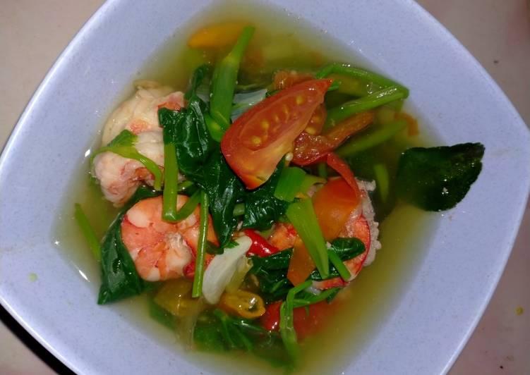 Cara Mudah membuat Sup udang kangkung (tomyam praktis)