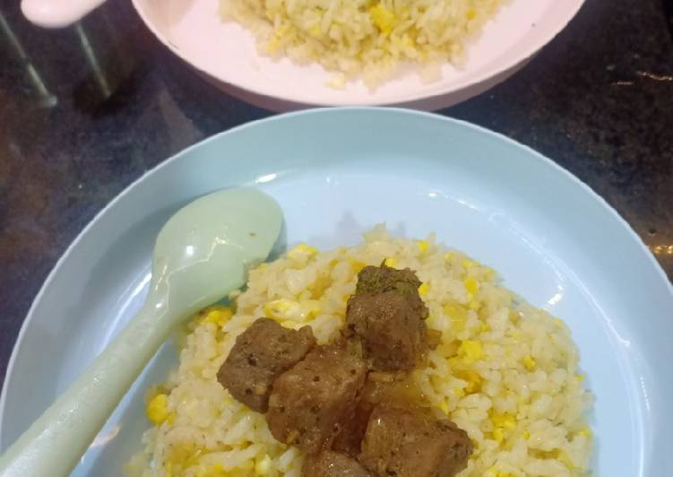 Resep: Garlic butter rice with beef saikoro lezat