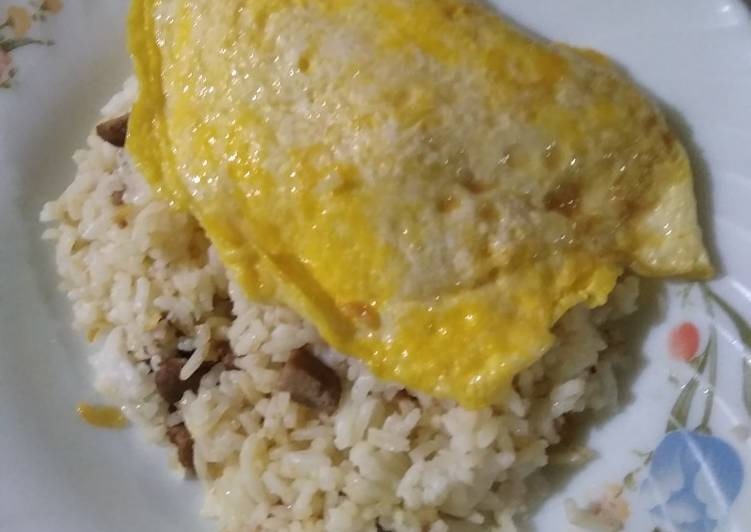 Resep: Garlic butter rice with egg cheese