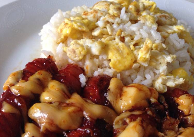 Cheesy sausages with butter rice