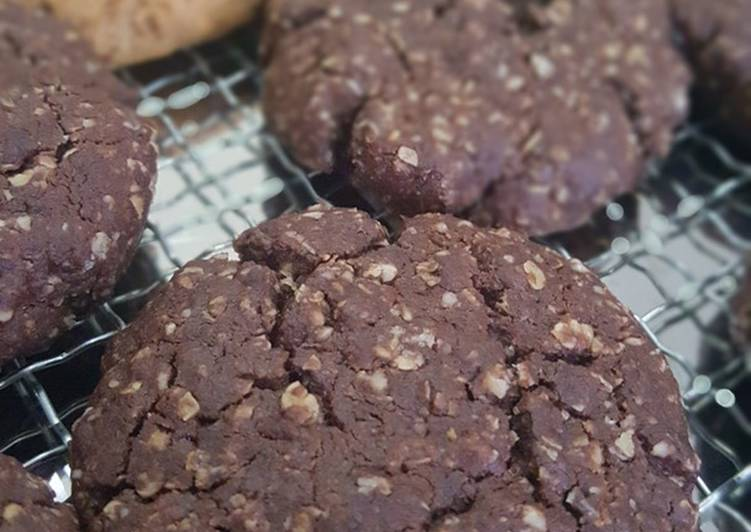 Resep: Soft & Chewy Choco Oatmeal Cookies enak