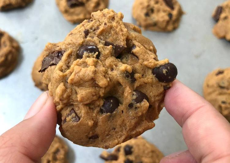 Resep: Chewy & soft chocochips cookies enak