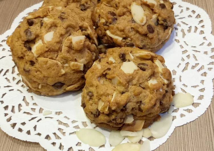 Resep: Soft Cookies with chocochips & almonds
