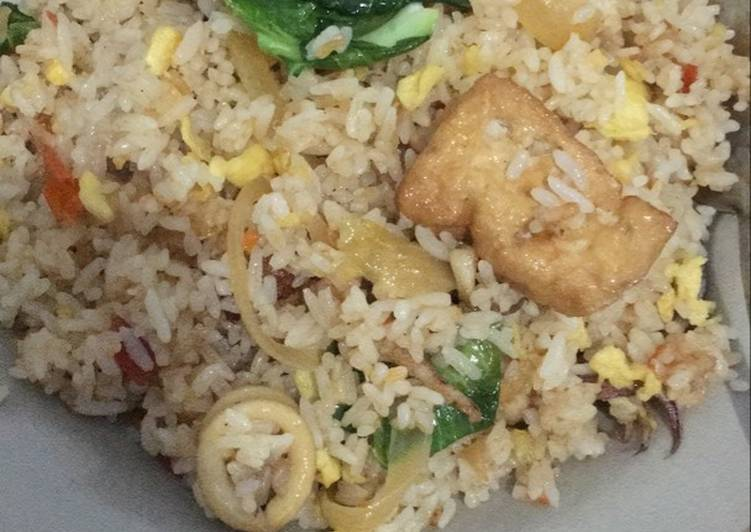 Cara Mudah mengolah Nasi goreng cumi lezat