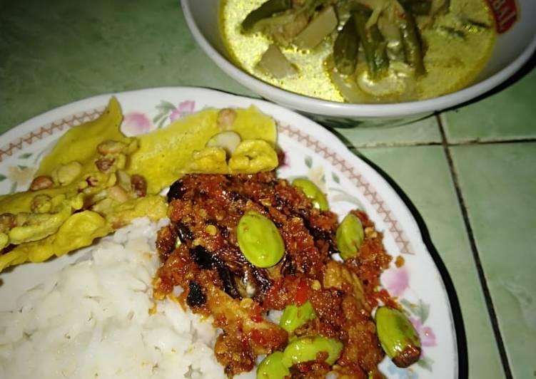 Resep: Nasi sayur lodeh tempe bosok+sambel iwak pe+peyek kacang