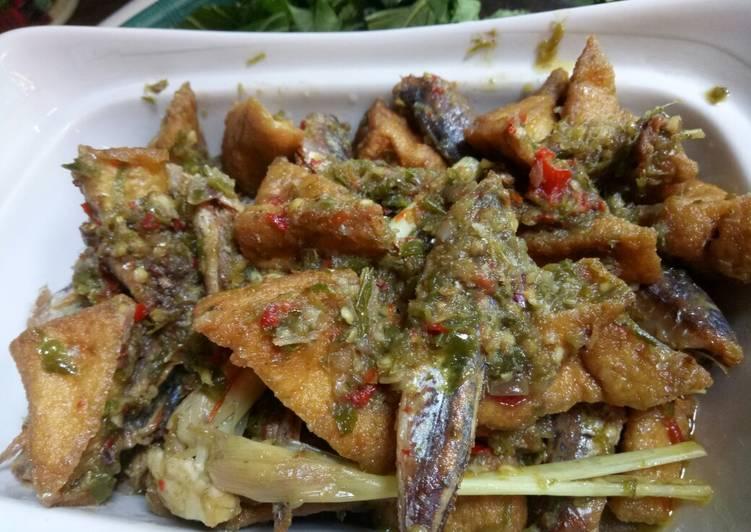 Cara memasak Sambel ikan asin cabe hijau mix tahu kuning