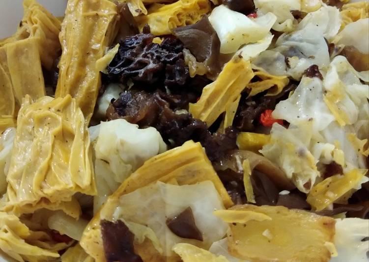 Resep: Kol tumis kulit tahu stick dan jamur kuping istimewa