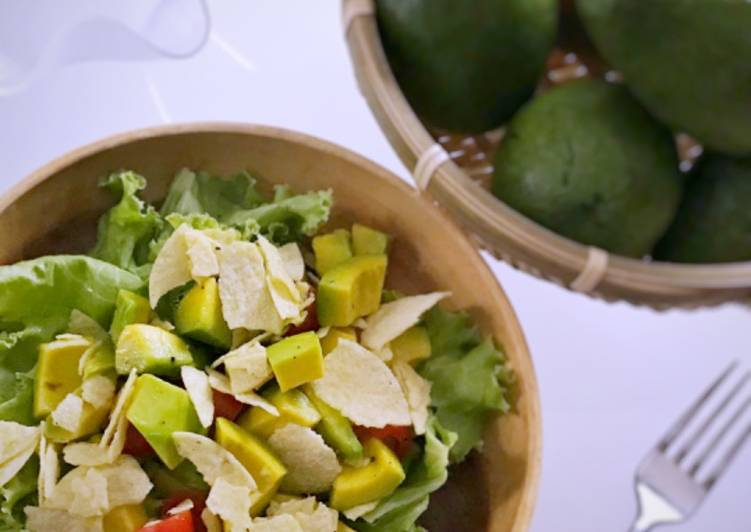 Resep: Salad alpukat tomat & potato chips 🥗 istimewa