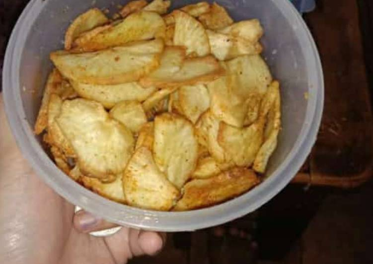 Cemilan keripik singkong atau singkong goreng rumahan