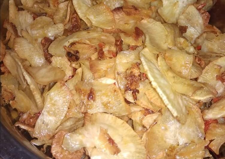 Resep membuat Keripik singkong pedas manis enak
