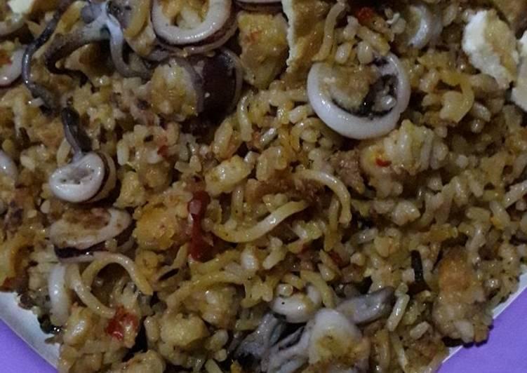 Resep memasak Nasi goreng mawut seafood lezat