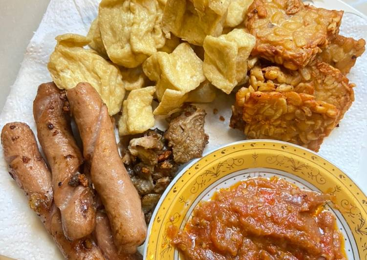 Resep: Sambal Penyet with tempe tahu sosis istimewa
