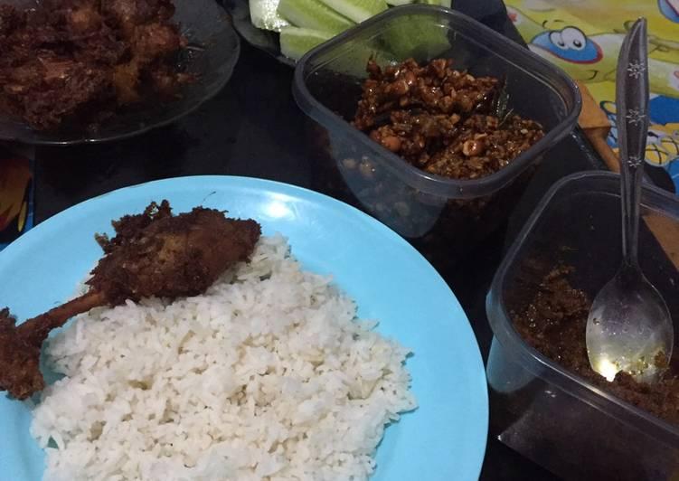 Resep membuat Bebek Madura sambal hitam enak