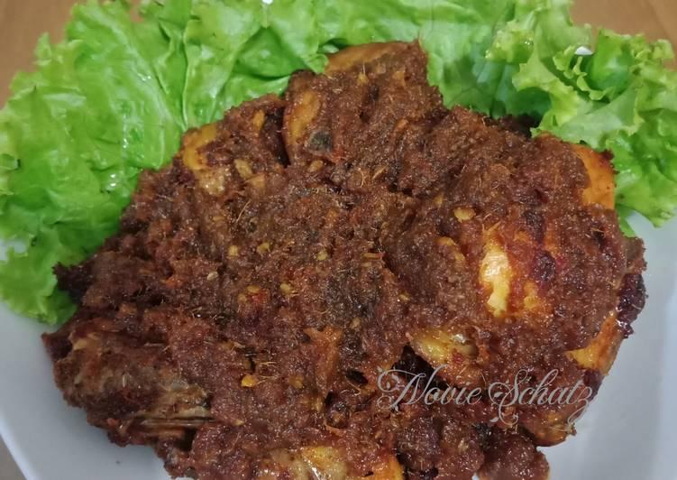 Ayam goreng bumbu hitam madura