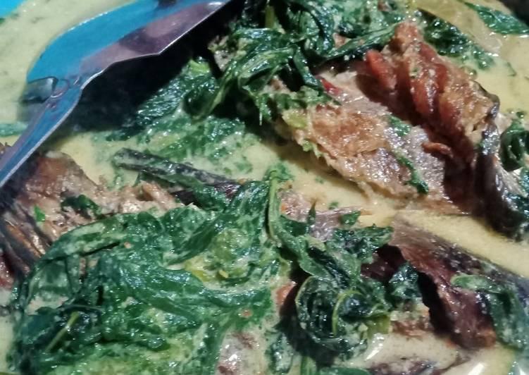 Cara Mudah memasak Gulai ikan salay daun singkong lezat