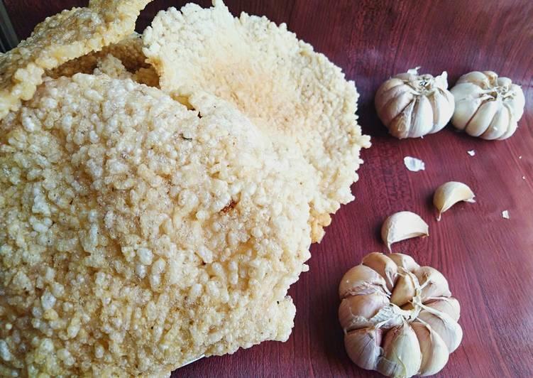 Resep membuat Krupuk nasi rasa bawang🍚